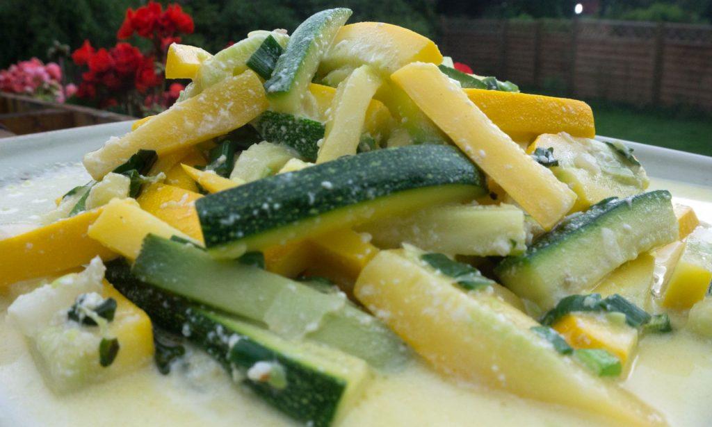 zucchini joghurt gross