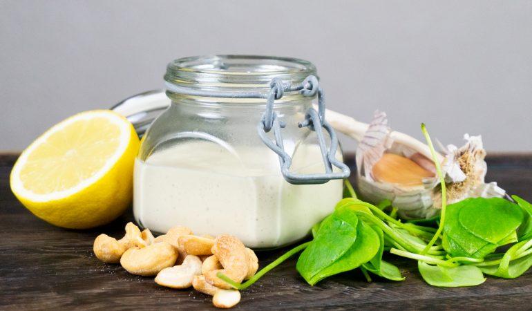 Cashew-Zitronen-Dressing: Leckere cremige Salatsoße
