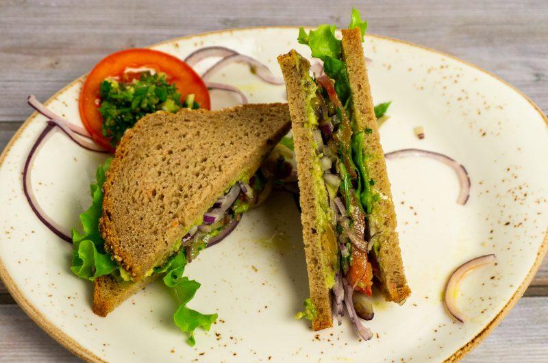 Avocado-Sandwich: gesund, vegan, vollwertig