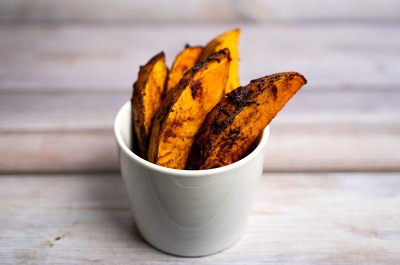 Süßkartoffeln-Wedges mit Miso-Paste